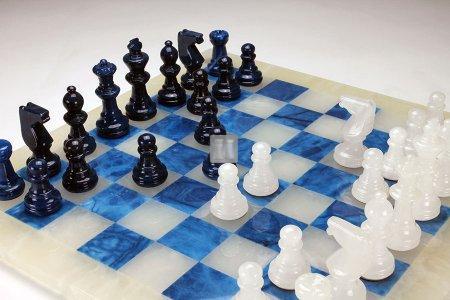 Scacchi in alabastro bianco/blu, Re mm.78 (solo scacchi, no scacchiera)