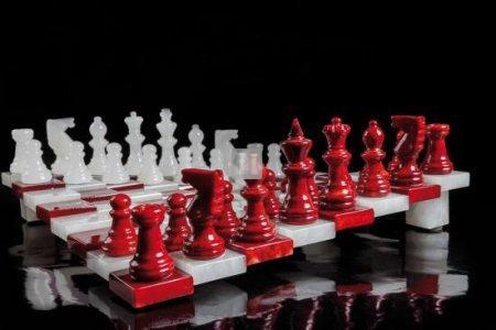 Alabaster Sloped chess Set red/white cm 32x32