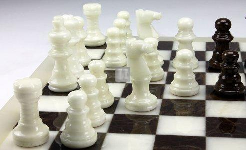 Scacchi in alabastro bianco/marrone Re mm.78 (solo scacchi, no scacchiera)