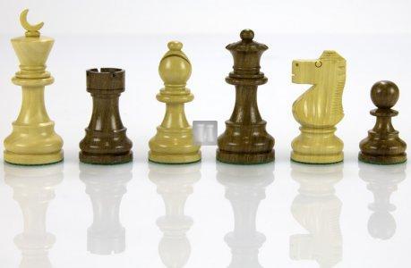 'Crescent Moon' Staunton Chess set - King height: 90mm